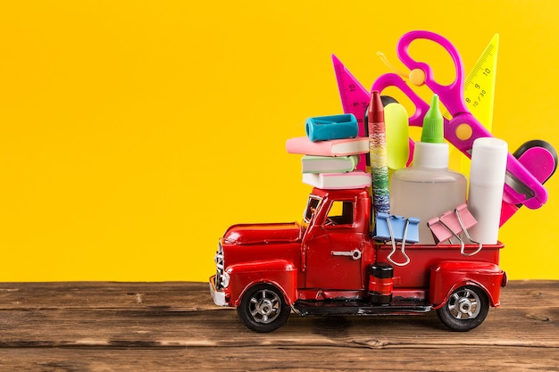 Car delivering school supplies Premium Photo