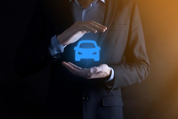 自動車保険と衝突被害免除の概念。保護ジェスチャーと車のアイコンを持つ女性保険会社。 Premium写真