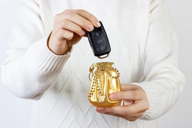 Car keys. seller hand giving keys. Premium Photo