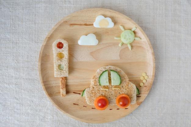 Car lunch plate, fun food art for kids Premium Photo