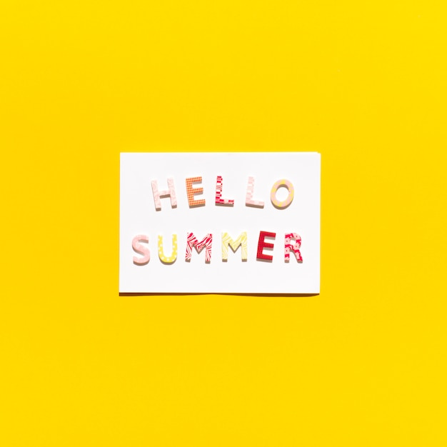 Card with message hello summer Free Photo