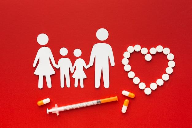 Картонные семейные формы с наркотиками и шприцем Бесплатные Фотографии