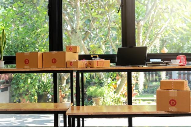 Cardboard parcel box and laptop on desk. | Premium Photo