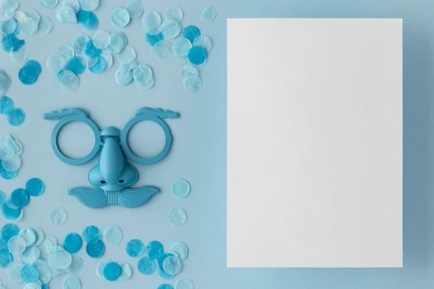 카니발 귀여운 블루 마스크 종이 복사 공간 무료 사진