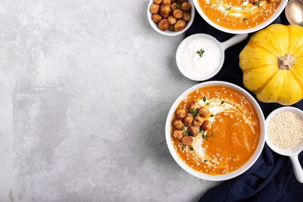 Carrot pumpkin soup with spicy chickpeas Premium Photo