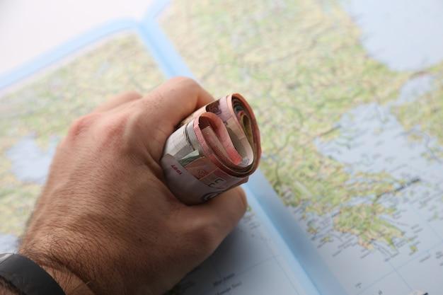 Наличные из разных стран. концепция глобального экономического кризиса. Бесплатные Фотографии