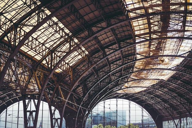 Железнодорожный сарай xix века Premium Фотографии