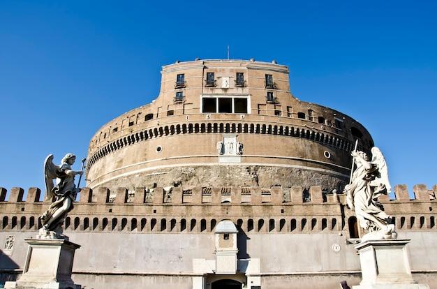 イタリア、ローマのサンタンジェロ城 Premium写真