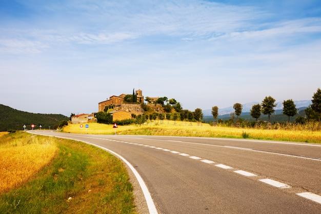 カタロニア語の村。 castellar de la ribera 無料写真