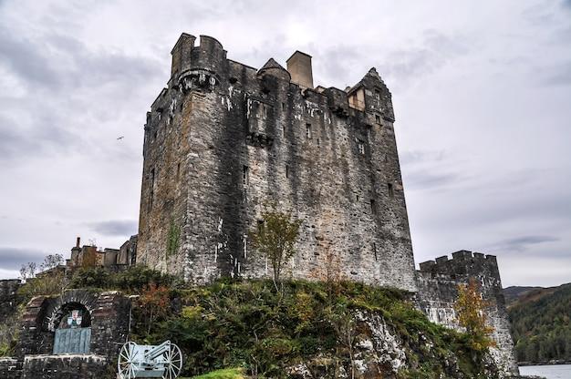 Замок шотландия мост остров Premium Фотографии