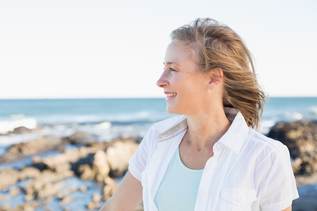Casual woman smiling by the sea Premium Photo