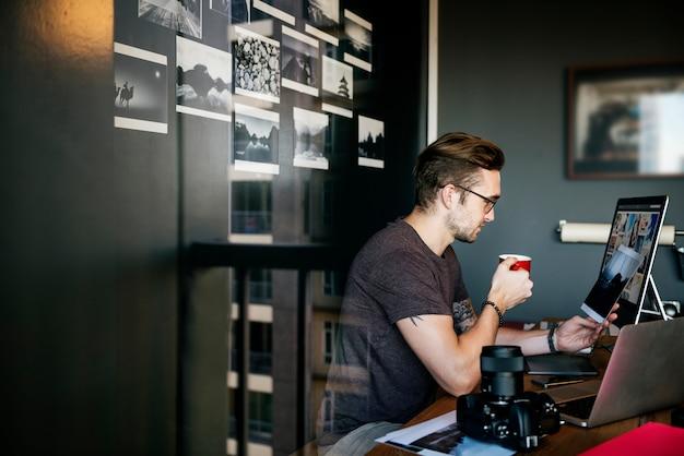 Caucasian man working shoot Premium Photo