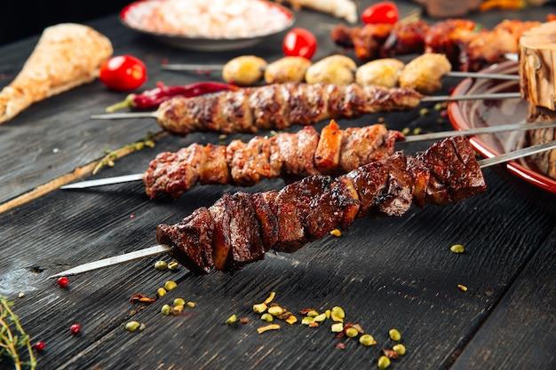 Шашлык кавказский шашлык из говядины баранина луля Premium Фотографии
