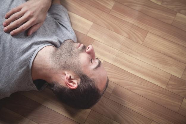 Caucasian unconscious man at home. Premium Photo