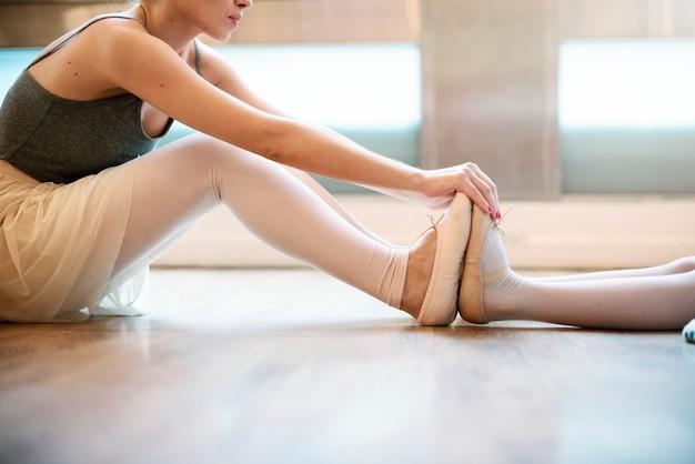 A caucasian woman and girl practising ballet Premium Photo