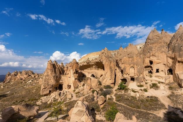 터키의 카파도키아 젤브 계곡의 동굴 마을. 무료 사진