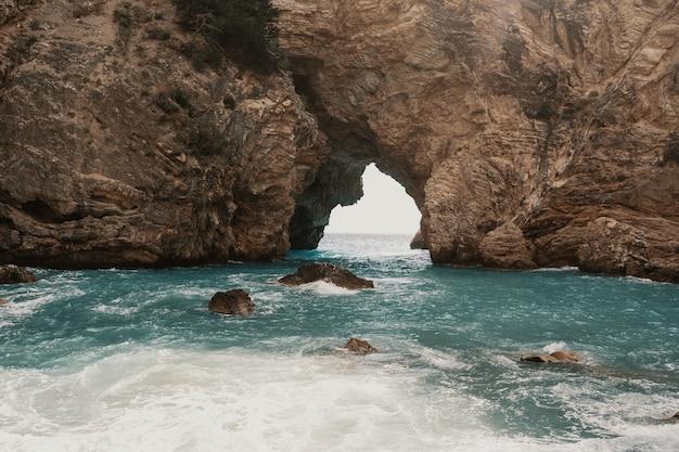 トルコ、アラニヤ周辺の洞窟と海 無料写真