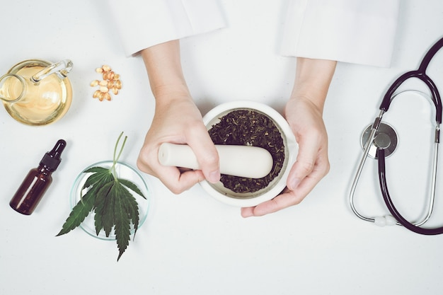 Cbd thc oil medical treatment in doctor laboratory. natural medicine on clinical research. Premium Photo
