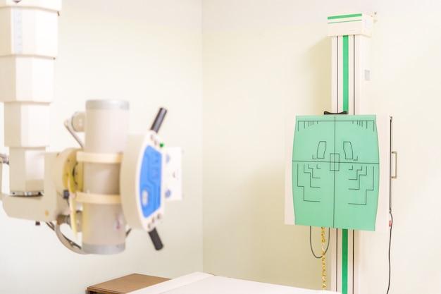 Облучение проходит с помощью мощных аппаратов, точно направляющих луч