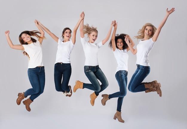 점프하여 성공 축하 무료 사진
