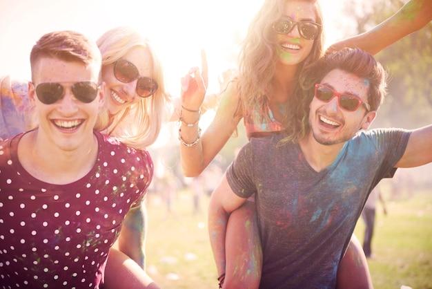 친구들과 함께하는 여름 축하 무료 사진