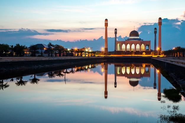 Центральная мечеть сонгкхла таиланд Premium Фотографии