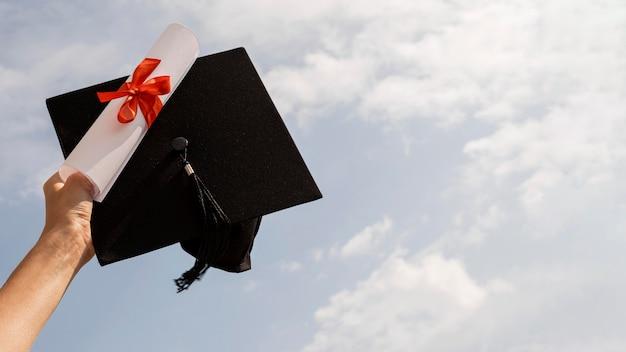 리본 및 활 및 졸업 모자 인증서 무료 사진