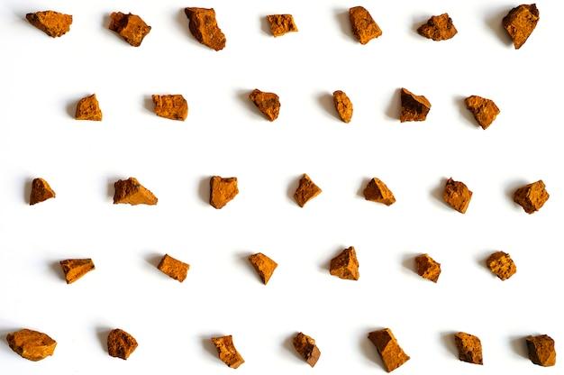 Чага гриб. ломаные кусочки березы гриб чага для заваривания натурального лечебного противоопухолевого, противовоспалительного и противовирусного чая детокс Premium Фотографии