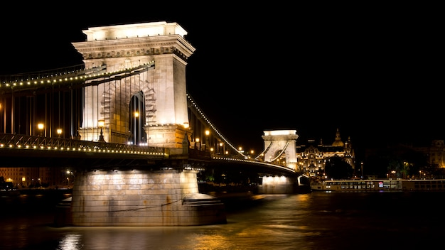 Chain bridge in budapest Premium Photo