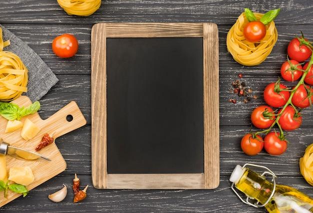 黒板と麺の材料 無料写真