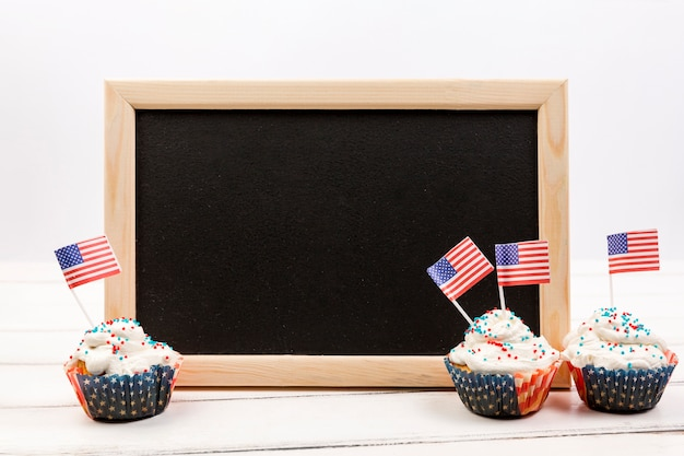 Chalkboard and cupcake with american flags Free Photo