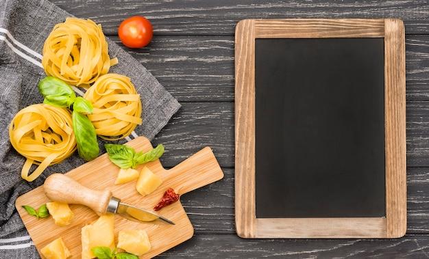 麺と黒板 無料写真