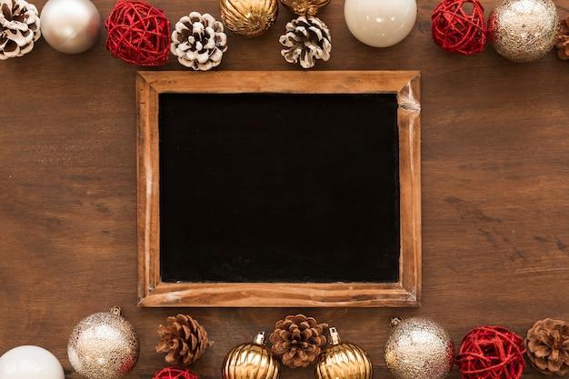 Доска с блестящими блеснами на столе Бесплатные Фотографии