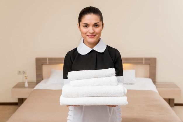 Chambermaid in hotel room Premium Photo