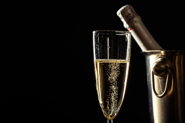 Champagne on the black Premium Photo