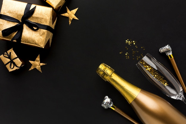 Champagne bottle with gift for birthday party Free Photo