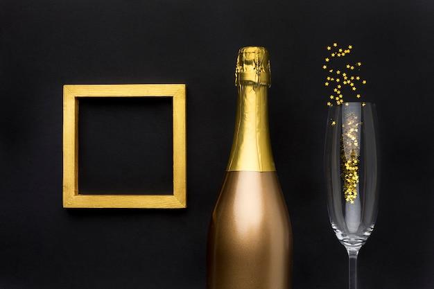 グラスとフレームのシャンパンボトル 無料写真