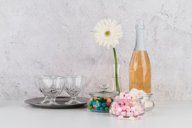 Бутылка шампанского с зефиром Бесплатные Фотографии