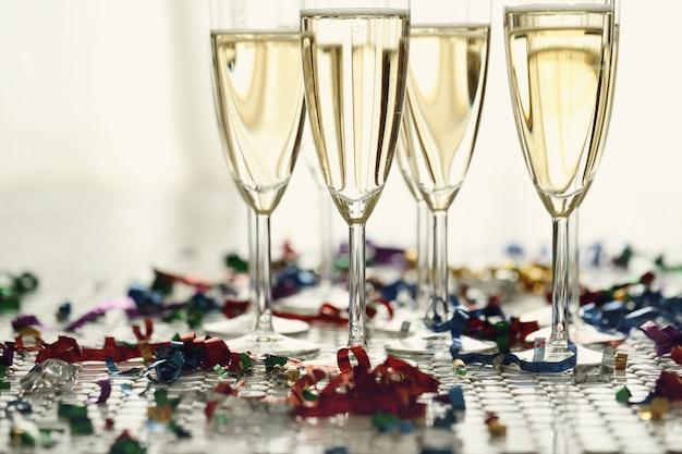 シャンパン付きシャンパングラス 無料写真
