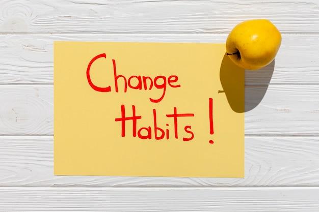 Change habit message with apple Free Photo