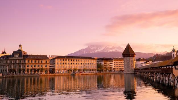 Chapel bridge and city of luzern, switzerland Premium Photo