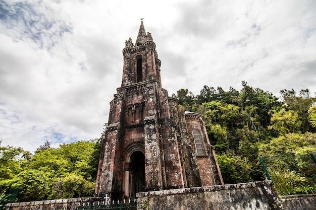 La cappella di nostra signora delle vittorie si trova a furnas, sull'isola dell'isola di sao miguel, nelle azzorre Foto Gratuite