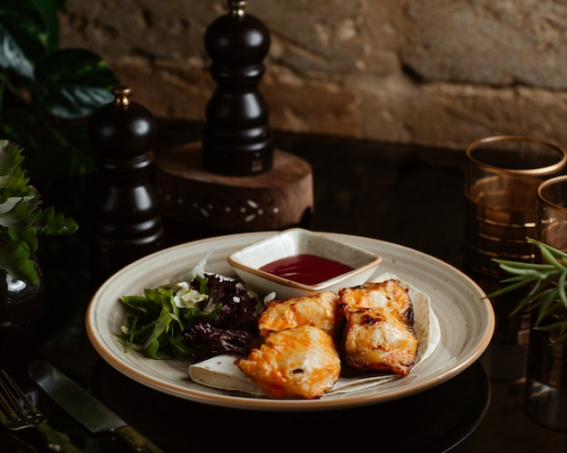 Charcoal sturgeon serve with arugula and ketchup Free Photo
