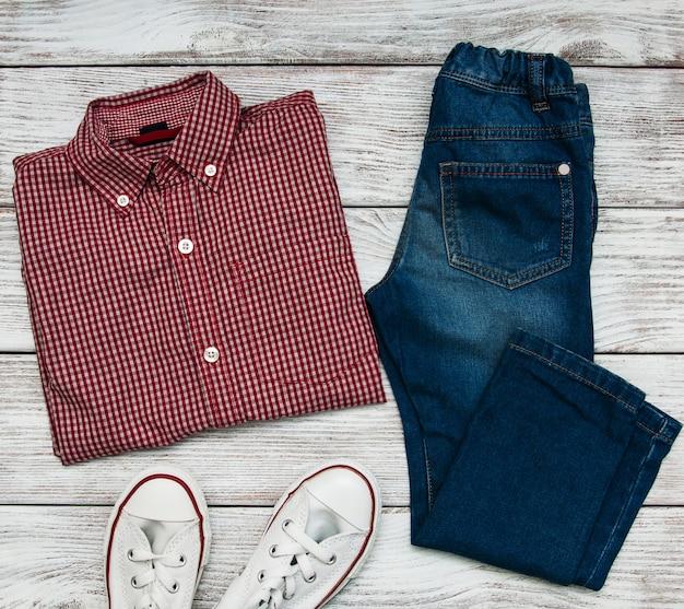 Checkered shirt and jeans Premium Photo
