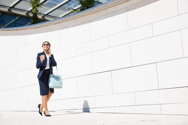Cheerful business consultant drinking coffee Free Photo
