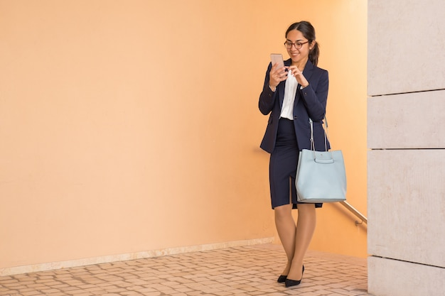 Cheerful carefree office assistant heading to work Free Photo
