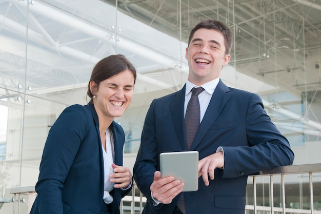 Cheerful coworkers chatting during break Free Photo