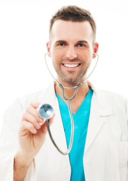 Allegro medico con lo stetoscopio Foto Gratuite