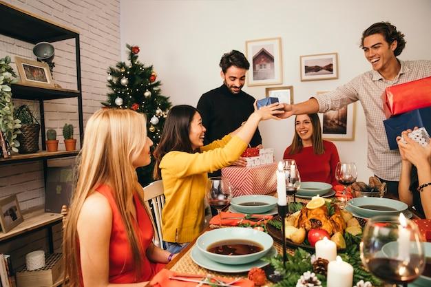 Fotos Cena Navidad Frinsa.Cheerful Friends At Christmas Dinner Photo Free Download