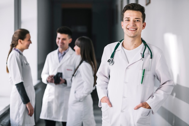 Cheerful medic with colleagues in clinic Free Photo